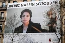Сурати Насрин Сутуда бар девори сохтмони Шӯрои миллии конуни вакилони Фаронса насб шуд