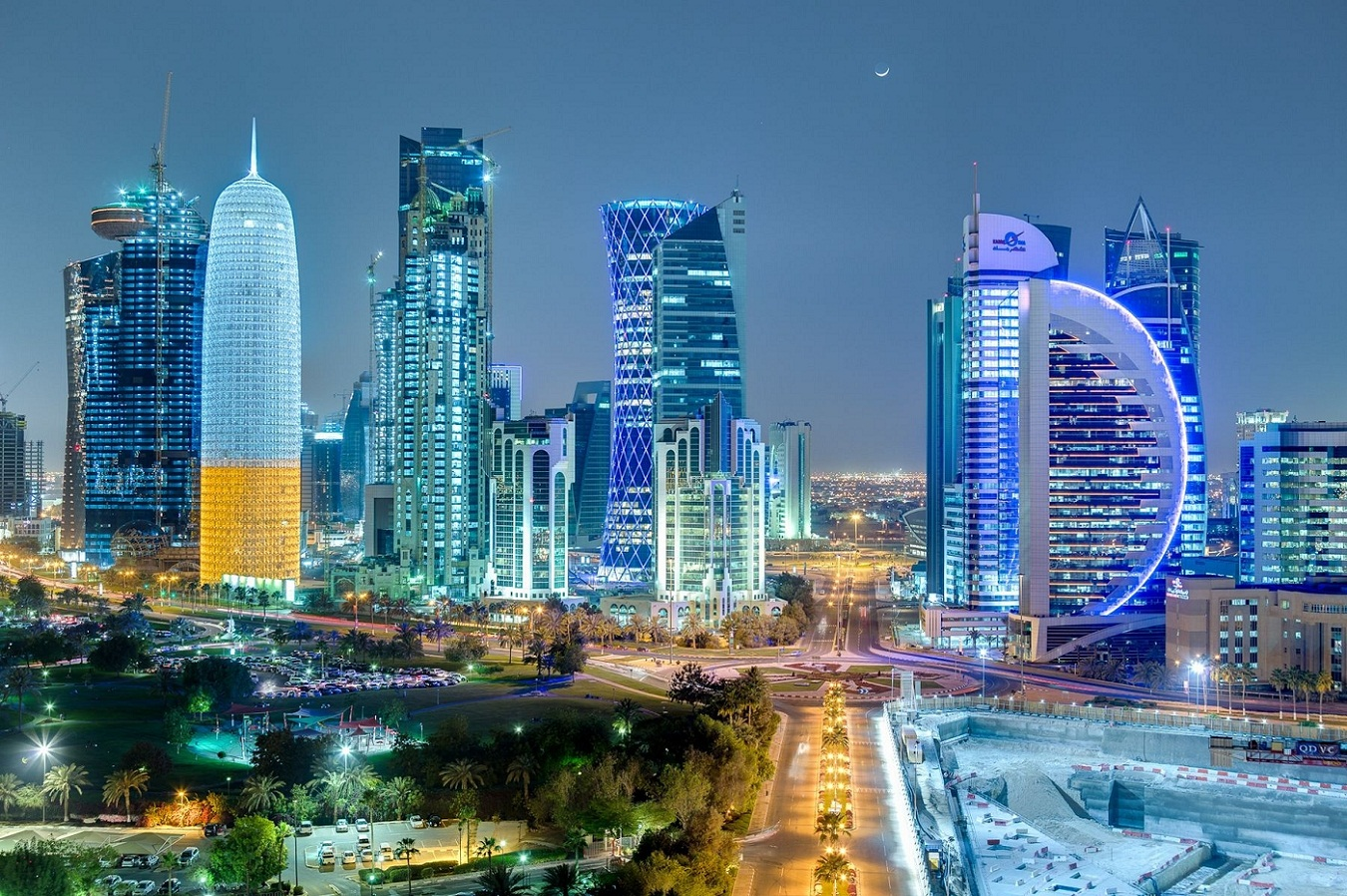 Spectacular-Cityscapes-at-night-in-Qatar